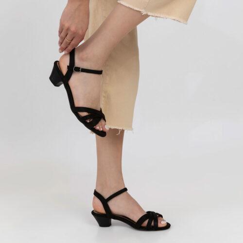 דגם כריס- סנדלים עם רצועות מצטלבות